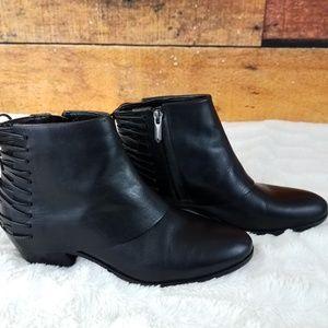 Sam Edelman black ankle booties size 6 lace detail